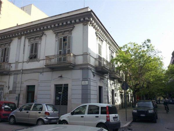 Foggia affitto negozio locale zona giannone matteotti for Affitto roma locale