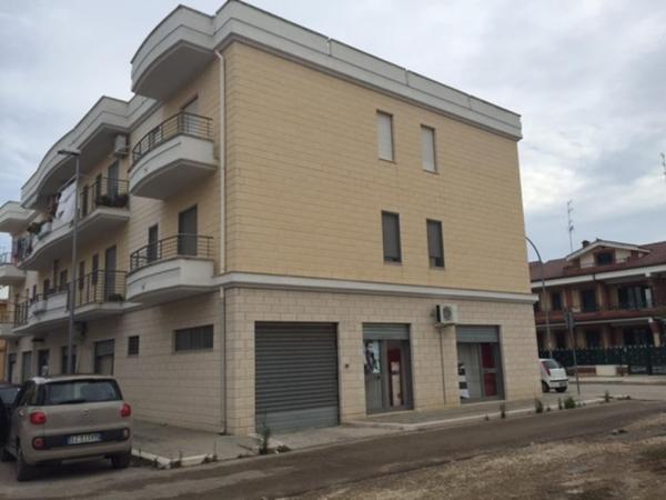 Carapelle vendita box locale interrato zona - Serranda elettrica casa ...